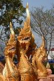 Sakral drake eller naga Wat Phra That Doi Kham tempel Tambon Mae Hia, Amphoe Mueang Chiang Mai Province thailand Royaltyfri Foto