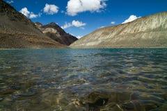 Sakral sjö för Suraj Taal berg Arkivfoto