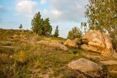 Sakrala stenar i området av byn av Krasnogorye i Ryssland royaltyfri fotografi