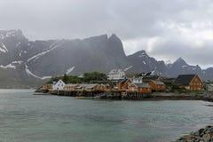 Sakrisoy, Lofoten, Noruega por la lluvia Foto de archivo libre de regalías