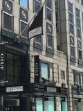 Saks FORA do 5o em Fifth Avenue em Manhattan Imagem de Stock Royalty Free