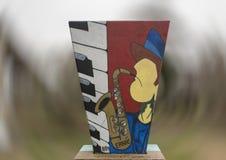 Saksofonowy gracz i fortepianowa klawiatura w sztuka parku, Głęboki Ellum, Dallas, Teksas Obraz Royalty Free