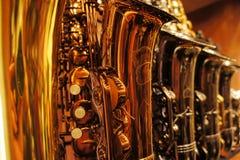 Saksofony w sklepie 2 Zdjęcie Royalty Free