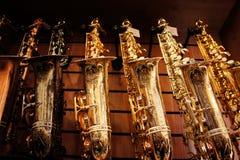 Saksofony w sklepie 3 Obrazy Stock