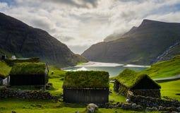 Saksun, das Dorf, Färöer bewirtschaftet lizenzfreie stockfotos