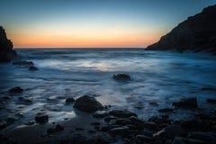 Sakta vatten på solnedgången Royaltyfria Bilder