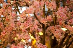 Sakura Flowers o Cherry Blossoms artificial en el estilo japonés para la decoración del hogar y del edificio Imagen de archivo libre de regalías