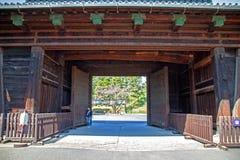 SAKURADA-PORT PÅ DEN IMPERIALISTISKA SLOTTEN I TOKYO Royaltyfria Foton