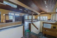 salão abandonado com piscina fotos de stock royalty free