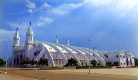 Salão bonito da basílica mundialmente famosa de nossa senhora da boa saúde no velankanni imagens de stock royalty free