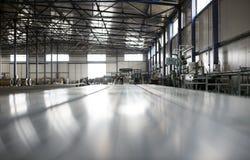 Salão da produção do metal da lata da folha foto de stock