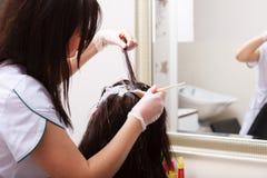 Salão de beleza do cabeleireiro Cabelo de morte da mulher hairstyle Imagem de Stock
