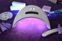 Salão de beleza do gel do prego Lâmpada UV com temporizador Imagens de Stock
