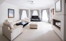 Salão de beleza moderno brilhante espaçoso Fotografia de Stock