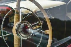 Salão de beleza de um carro, partes do couro e plástico fotos de stock