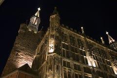 Salão de cidade de Aix-la-Chapelle (Alemanha) na noite fotos de stock royalty free