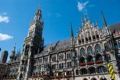 Salão de cidade de Munich e Marienplatz Imagem de Stock Royalty Free