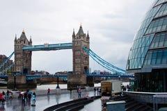 Salão de cidade e ponte da torre Fotos de Stock Royalty Free