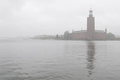 Salão de cidade na névoa Foto de Stock