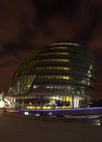 Salão de cidade na noite Fotos de Stock Royalty Free