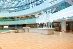 Salão de construção comercial moderno do hotel do corredor da entrada fotos de stock