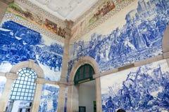 Salão de estação de caminhos-de-ferro de Porto, Portugal. imagens de stock royalty free