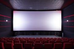 Salão do cinema com cadeiras vermelhas fotos de stock