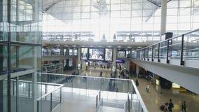 Salão do terminal de aeroporto vídeos de arquivo