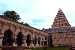Salão dos povos com a torre de sino do palácio do maratha do thanjavur Foto de Stock Royalty Free