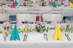 Salão festivo do banquete do ajuste da tabela Imagens de Stock