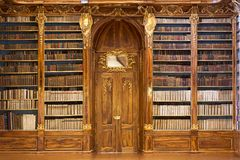 Salão filosófico da biblioteca de monastério de Strahov Fotos de Stock Royalty Free