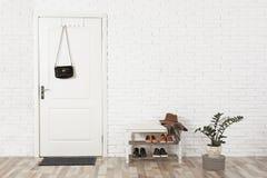 Salão interior com parede de tijolo e a porta branca imagem de stock royalty free
