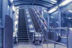 Salão moderno das escadas rolantes Imagens de Stock Royalty Free