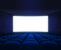 Salão vazio do cinema azul com a tela vazia para o filme Fotos de Stock Royalty Free