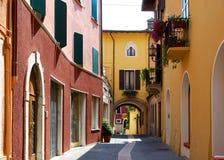 Salò (Italia) - callejón fotografía de archivo