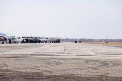 Salón aeronáutico en honor del defensor de la patria La pista para los aviones de combate Fotos de archivo libres de regalías