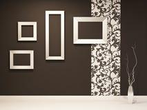 Salón de muestras. Marcos vacíos en la pared negra Imagen de archivo