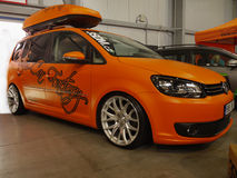 Salón del automóvil del anuncio publicitario del viaje en coche de Volkswagen Fotos de archivo