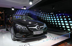 Salón del Benz de Mersedes en Champs-Elysees parís Imágenes de archivo libres de regalías