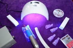 Salón del gel del clavo Lámpara ULTRAVIOLETA con el contador de tiempo Imagenes de archivo