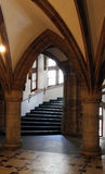 Salón gótico del estilo con la escalera Fotografía de archivo