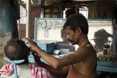 Salón haircutting barato imagen de archivo