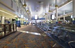 Salón que espera grande del aeropuerto de Dubai International Foto de archivo libre de regalías