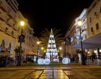 Salónica, Grecia - 11 de diciembre de 2016: Decoraciones de la Navidad en el centro de ciudad foto de archivo