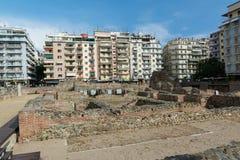 SALÓNICA, GRECIA - 25 DE MAYO DE 2017: Ruinas del ágora del griego clásico en Salónica Macedonia, Grecia, Europa Roman Forum post Foto de archivo libre de regalías
