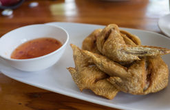 Sal das asas de galinha fritado Imagem de Stock Royalty Free