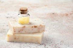 Sal de banho na garrafa de vidro Imagem de Stock