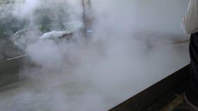 Sal del mar que procesa en Amami Oshima, Kagoshima, Japón metrajes