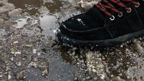 Sal derramada en el pavimento metrajes