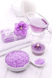 Sal do mar e óleos essenciais, violeta roxa Termas Imagens de Stock Royalty Free